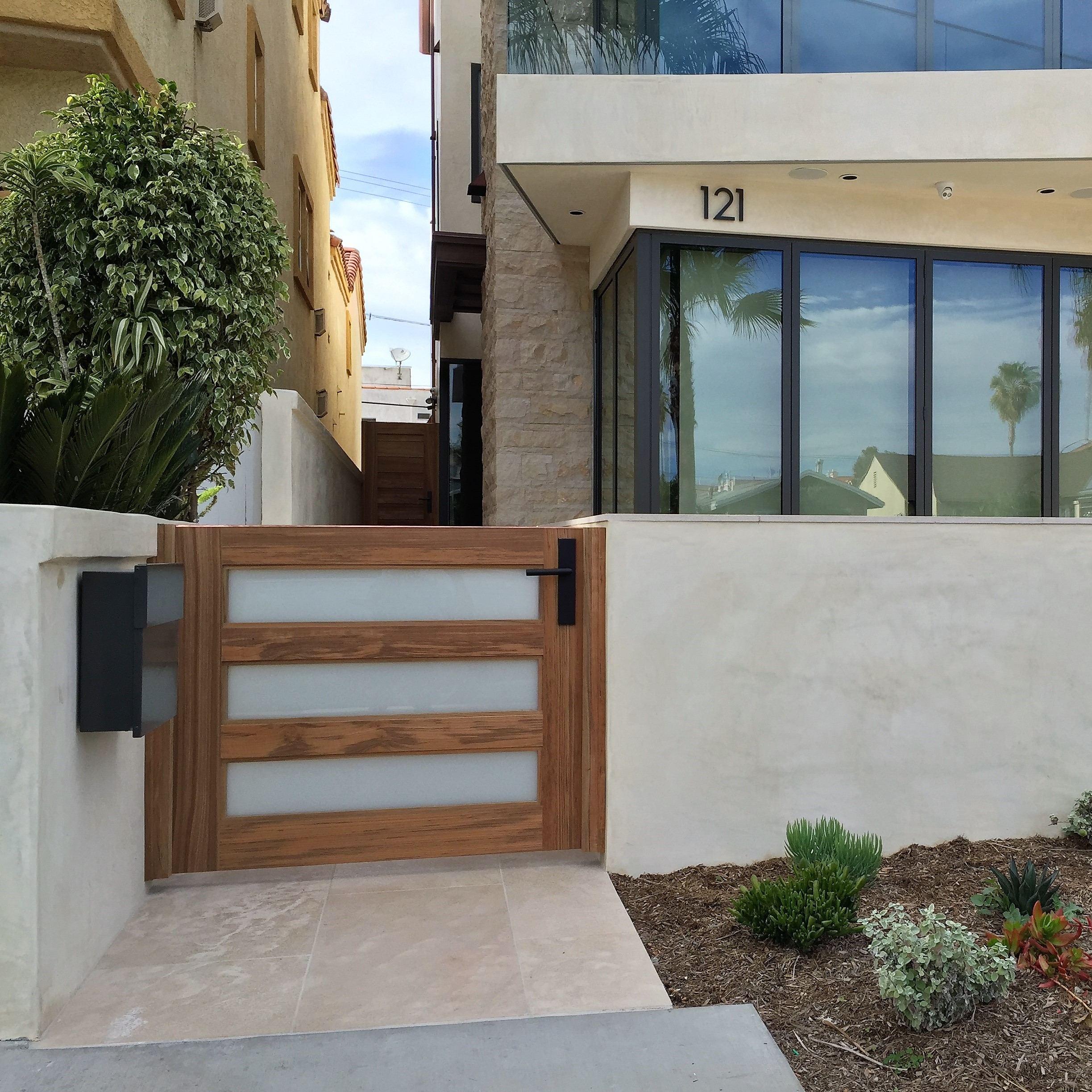 Modern Wood Gate 305
